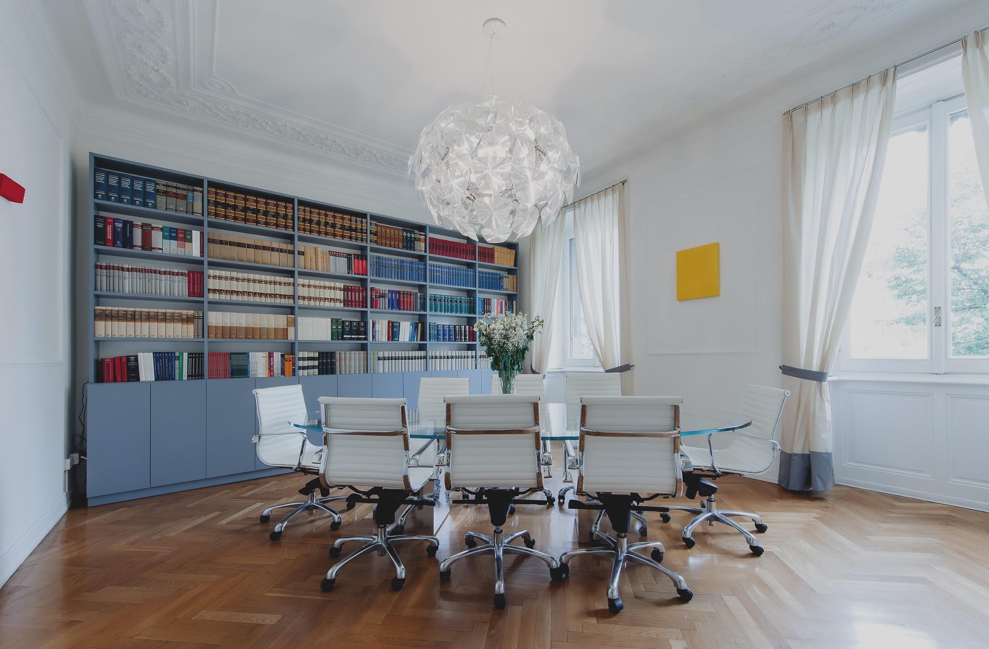 sala riunioni dello studio legale chiara padovani a milano
